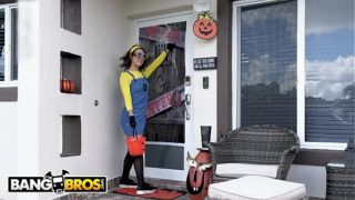 BANGBROS – Where's Bruno's Dick? Inside A Pumpkin, Waiting For Evelin Stone