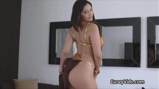 Curvy Leia appears on a hard dick